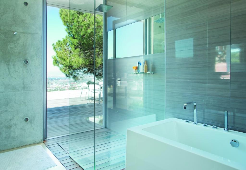 Een glazen douchewand op maat gemaakt
